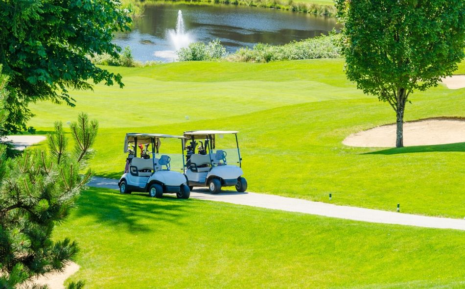 4 Key Benefits of Customizing a Golf Cart
